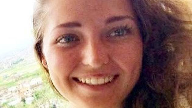 Jednadvacetiletá Asa Hutchinsovoá čelí obivnění za to, že přihlížela potyčce