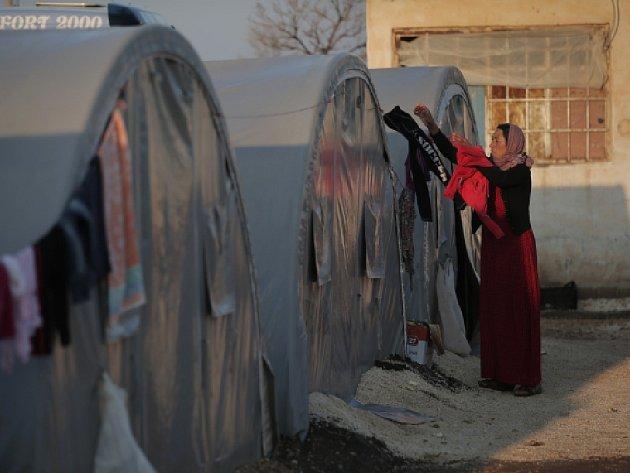 OSN chybí peníze, aby pro dva miliony uprchlíků zajistila alespoň nejjednodušší ubytování ve stanech nebo pod plachtami. Ilustrační foto.