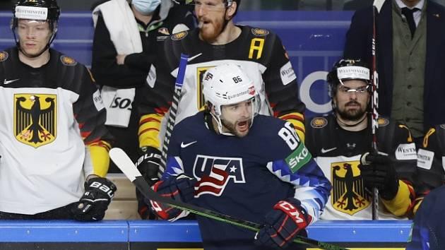 Američan Christian Wolanin se raduje z úvodního gólu v zápase o bronz proti Německu.