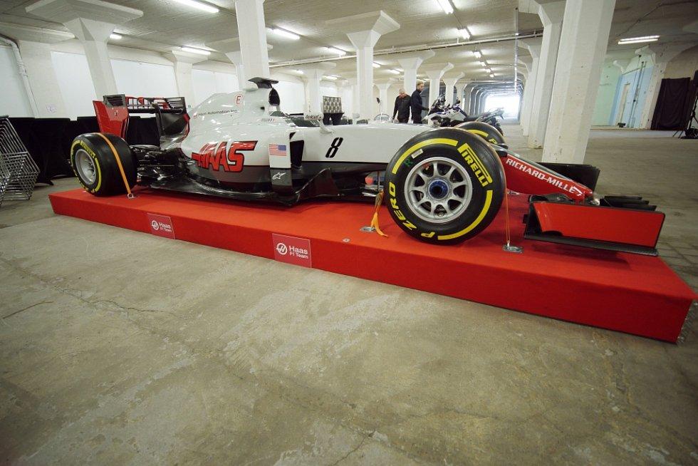 Na galavečeru k vyhlášení ankety Zlatý volant budou vystaveny i závodní skvosty. Formule stáje Haas.