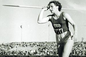 Dana Zátopková na archivním snímku