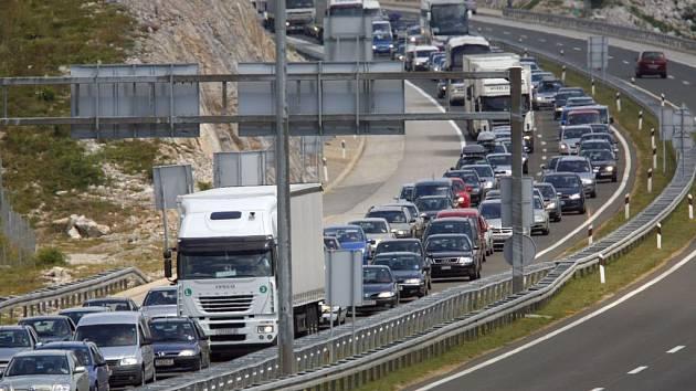 Kolona na chorvatské dálnici.