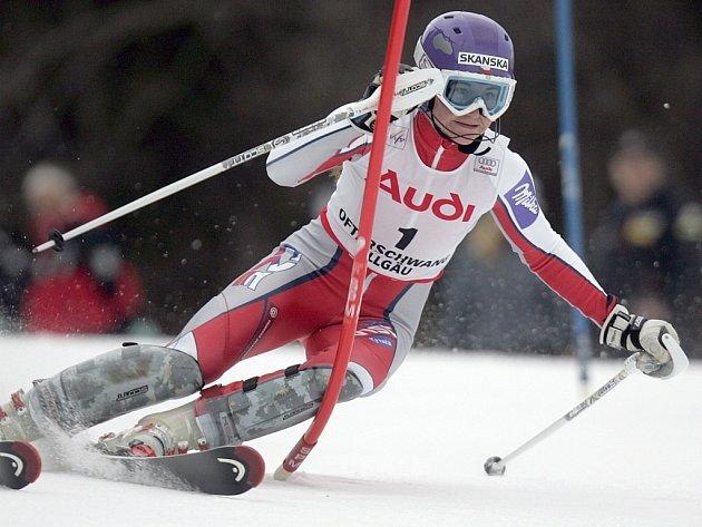 Šárka Záhrobská projíždí jednou z branek nedělního slalomu v německém Ofterschwangu.