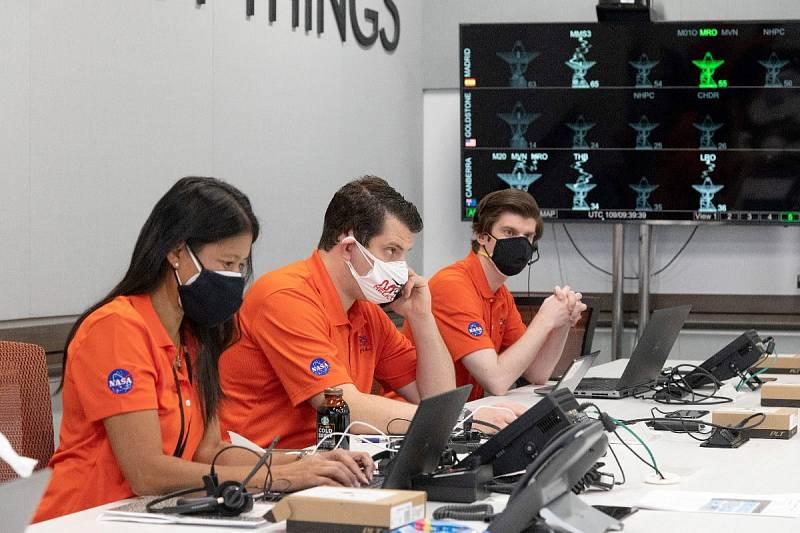 Část týmu NASA, který má na starosti misi vozítka Perseverance