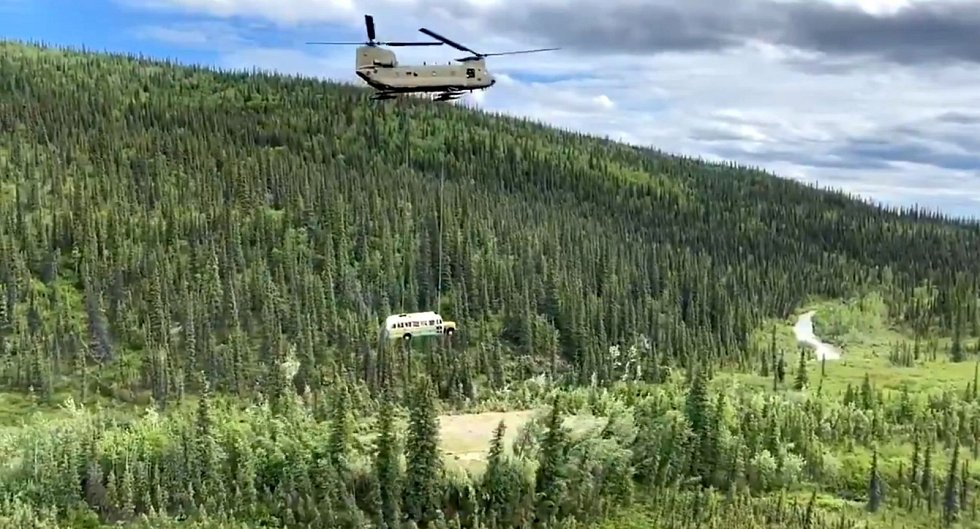 Dne 20. června 2020 nechala vláda odstranit zrádný autobus obřím vrtulníkem. Přitahoval turisty, kteří ve snaze dostat se k němu často riskovali životy