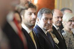 Na snímku zleva čekají na jmenování ministry Robert Pelikán, Tomáš Hüner, Jiří Milek a Karla Šlechtová.