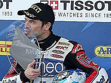 Carlos Checa se stal mistrem světa v superbiků.
