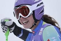 Tina Mazeová se raduje z vítězství v superobřím slalomu na MS v Schladmingu.