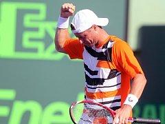 Lleyton Hewitt se raduje na Masters v Miami z jubilejní 600. výhry na okruhu ATP.