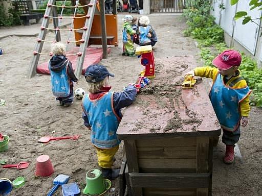 Děti si hrají ve školce Egalia