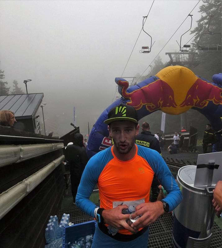 Extrémní běh do můstku - Red Bull 400 2021 v Liberci (vítěz Jakub Šiarnik ze Slovenska)