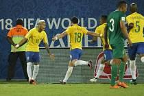 Neymar (úplně vlevo) dal svůj jubilejní 300. gól v kariéře