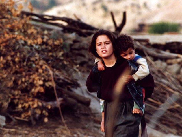 VÁLKA OČIMA DĚTÍ. Projekt 100 uvede první irácký film natočený po pádu Saddáma Husaina Želvy mohou létat.
