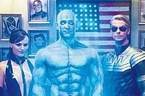 Část filmových Strážců. Hedvábný přízrak (Malin Akermanová), Dr. Manhattan (Billy Crudup) a Ozymandias (Matthew Goode).