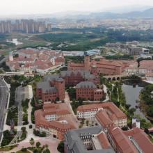 Kopie Českého Krumlova na leteckých záběrech z kampusu firmy Huawei v Tung Kuanu