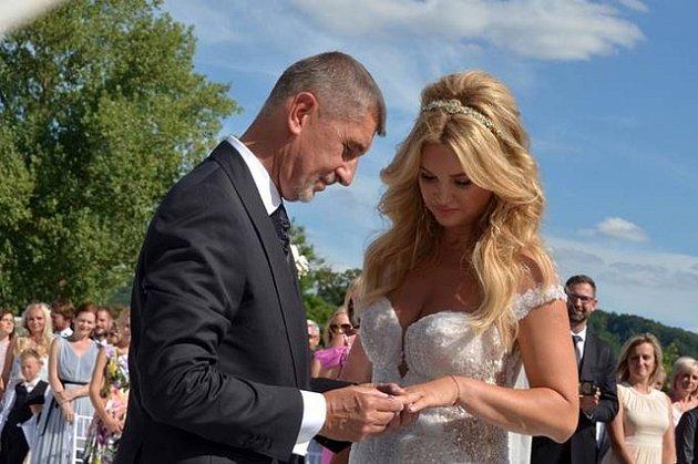 Svatba Andreje Babiše na Čapím hnízdě