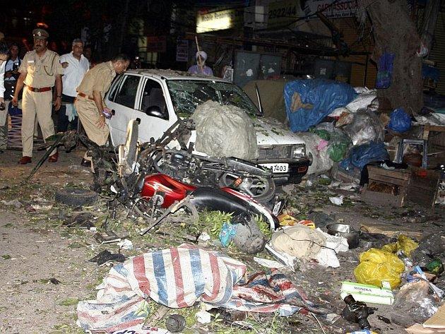 Následky jednoho z výbuchů v indickém Dillí