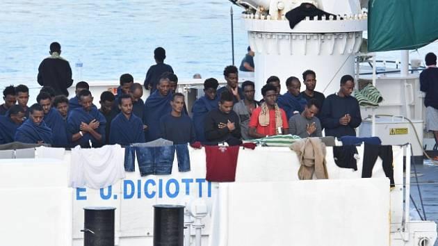 Migranti na lodi Diciotti.