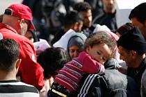 Řecké diplomatické zdroje obviňují Rakousko, že vrací už i syrské uprchlíky. U nich přitom doposud kvůli občanské válce v jejich zemi platilo, že mají takřka automatický nárok na udělení azylu.