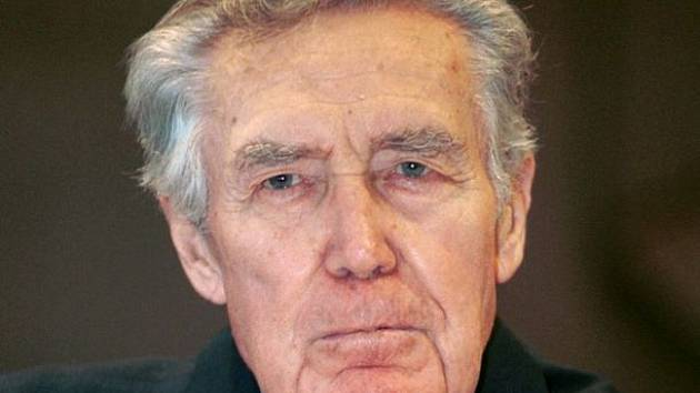 Nejstarší člen činohry Národního divadla, devadesátiletý divadelní a filmový herec, pedagog Miroslav Doležal v neděli Praze zemřel.
