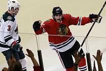 Patrick Kane z Chicaga se raduje z gólu proti Minnesotě.