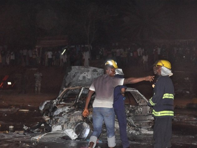 Při bombovém útoku v nigerijském hlavním městě Abuja zemřelo nejméně 19 lidí, dalších 60 osob je zraněných.