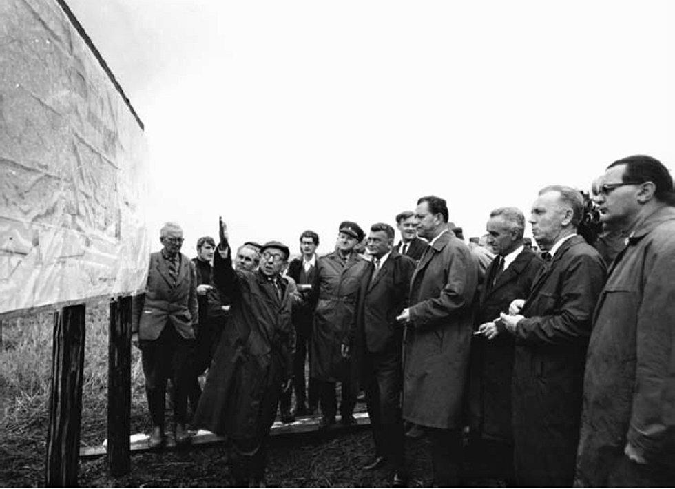 Dne 8. září 1967 byla výstavba dálnice v Československu obnovena