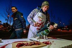 Prodej vánočních psů - protest proti zabíjení kaprů na Vánoce.