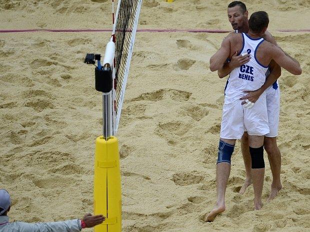 Přemysl Kubala s Petrem Benešem mají úvodní olympijskou výhru v kapse.