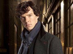 Benedict Cumberbatch jako Sherlock Holmes.