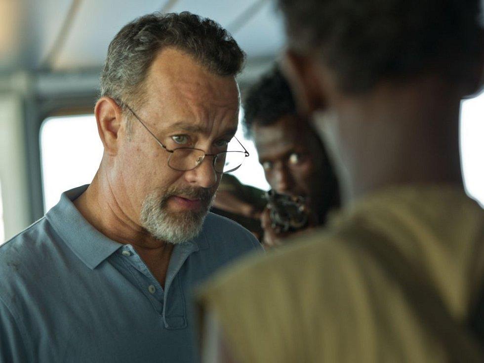 KAPITÁN PHILLIPS. Ve strhujícím dramatu, které natočil Paul Greengrass podle skutečné události, exceluje Tom Hanks.