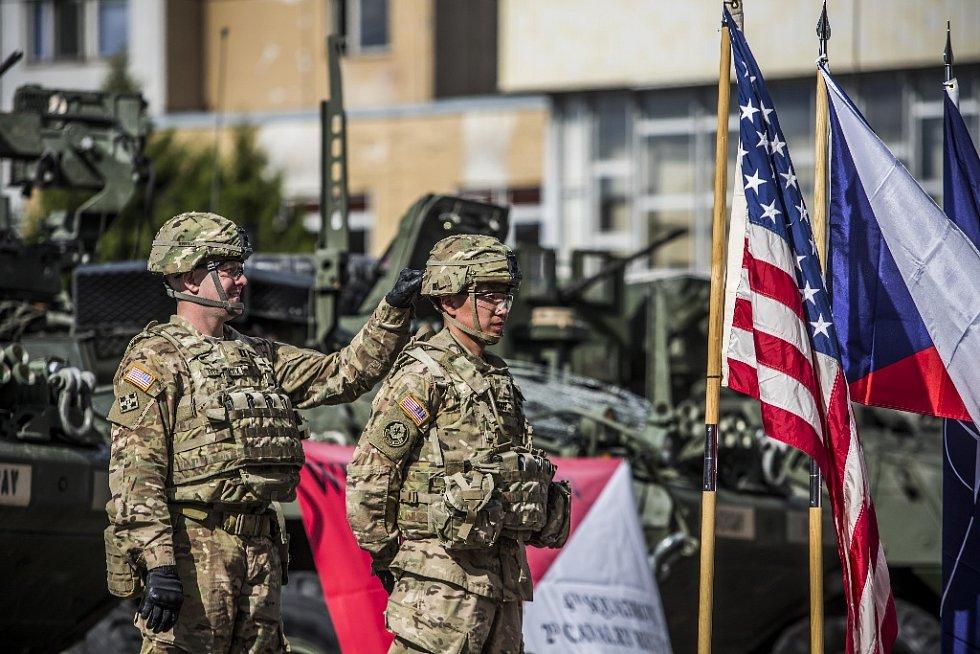 Generální tajemník NATO Jens Stoltenberg se 9. září v kasárnách v pražské Ruzyni sešel s premiérem Sobotkou a americkými vojáky, kteří jsou na cestě na cvičení v Maďarsku.