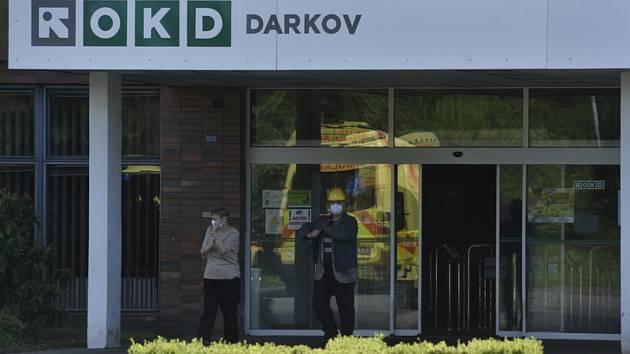 Vstup do areálu Dolu Darkov na Karvinsku na snímku z 22. května 2020