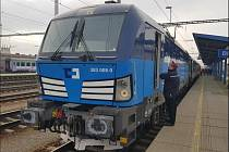 Speciální testovací vlak na 200 km/h táhla lokomotiva Siemens Vectron společnosti ČD Cargo.