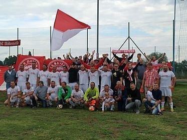 Mysleli, že jen šprýmují. Fanoušci Bayernu však do Křepic opravdu dojeli.