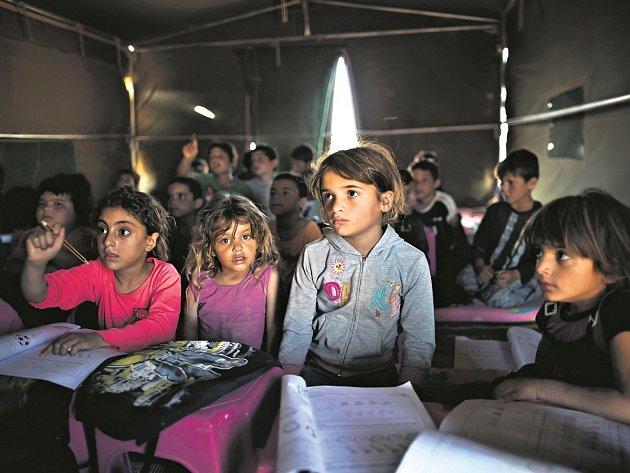 POMOCI 15 SYRSKÝM DĚTEM z uprchlických táborů v Jordánsku chtěla česká vláda. Nakonec ale přijeli jen čtyři nemocní či zranění malí uprchlíci s rodinami.