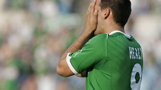 Pokud bude David Healy schovávat obličej do dlaní po promarněné šanci i ve středečním duelu, budou čeští fotbalisté spokojení.