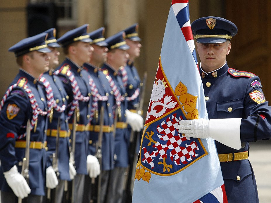 Přehlídka Hradní stráže v rámci oslavy Dne ozbrojených sil proběhla 28. června na Pražském hradě.