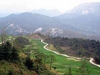 Severní Koreu - zemi izolovanou od okolního světa vládnoucím režimem - často prnásledují sucha, záplavy i zemětřesení.
