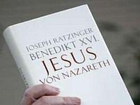 Kniha vychází v Itálii, Německu a Polsku.