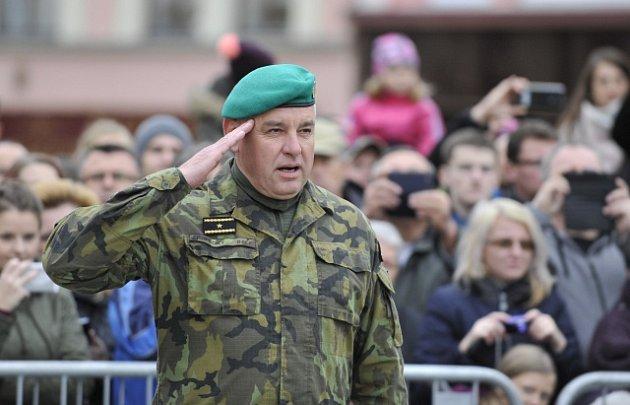 V čele pozemních sil bude stát od 1. června 2018 brigádní generál Josef Kopecký (na snímku), jenž nyní vede Velitelství výcviku - Vojenskou akademii ve Vyškově. Nahradí generálmajora Štefana Kaletu, který po 40 letech služby odejde do důchodu.