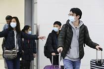 Nebezpečný koronavirus zasáhl města v Číně. S cestovním ruchem by se ale mohl rozšířit i jinam.