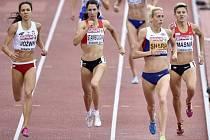 Lenka Masná (vpravo) v běhu na 800 m na ME v Curychu.