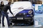 Model Fiatu 500L na autosalonu v Ženevě. Ilustrační snímek