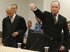Anders Breivik před vynesením rozsudku předvedl opět svůj pozdrav