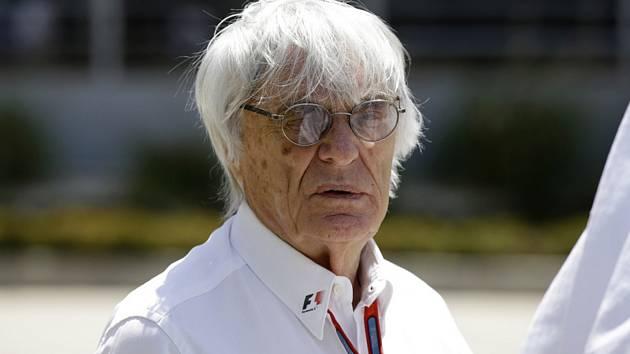Bernie Ecclestone na okruhu Velké ceny Bahrajnu v Sáchiru