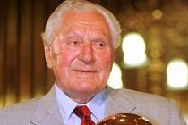 Legendární fotbalista Josef Bican obdržel v roce 2001 ocenění pro kanonýra století.