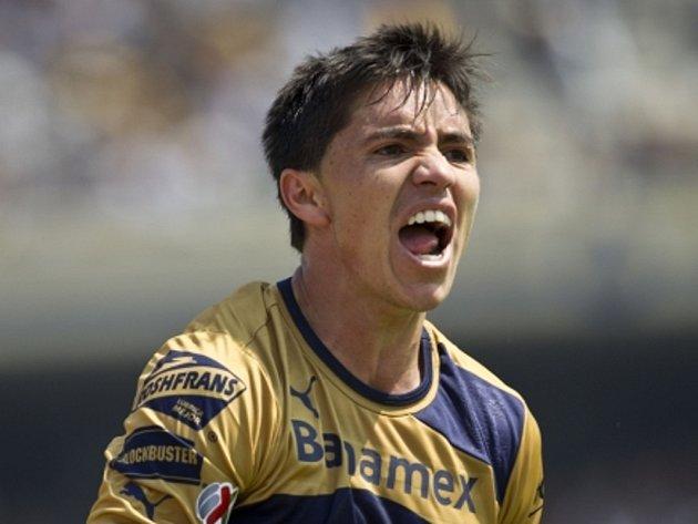 Efraín Velarde slaví gól.