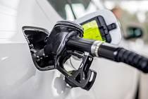Tankování pohonných hmot. Ilustrační snímek