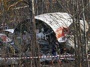 Polsko si stěžuje na to, že mu ruská strana nepředala veškeré požadované dokumenty ohledně dubnového leteckého neštěstí u Smolenska. Zahynul při něm polský prezident Lech Kaczyński a dalších 95 lidí.